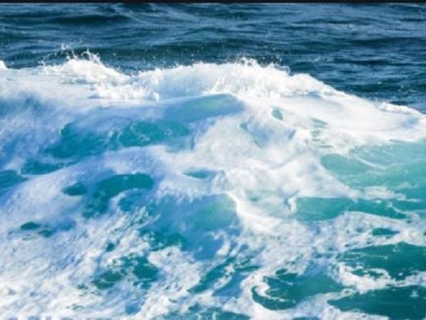 Mơ thấy sóng biển có điềm báo gì và đánh con gì may mắn?