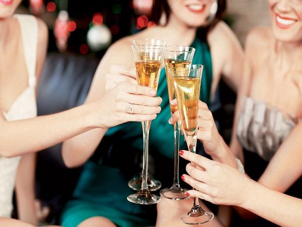 Mơ thấy ăn tiệc có điềm báo gì và đánh con số nào trúng?