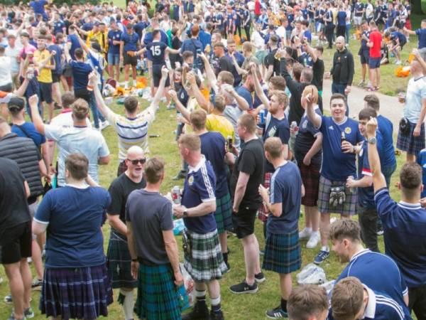 Tin bóng đá QT 21/6: 30 fan bị bắt sau trận Anh vs Scotland
