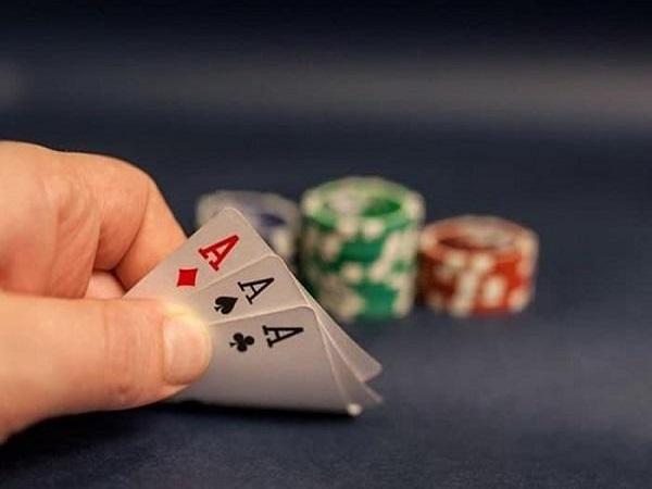 Mơ đánh bài đánh còn gì và có điềm tốt hay xấu?