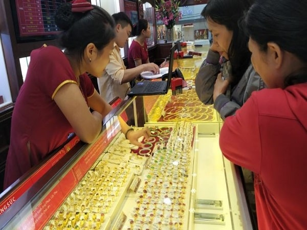 Mơ thấy mua vàng có điềm báo gì? đánh con số nào may mắn?